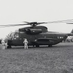 Dieses Foto aus 1975 macht die Größe des Sikorsky S-65OE deutlich / On this picture from 1975, the dimensions of the helicopter can be clearly seen © Hainzl