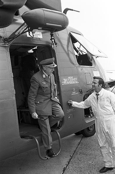 Bgdr Gustav Hauck bei der Übergabe der beiden S-65OE an das Österreichische Bundesheer in Linz-Hörsching im September 1970 © BMLVS/LuAufklSta