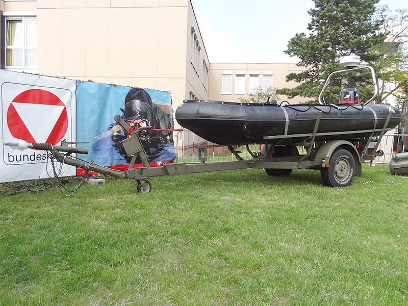 Schlauchboot mit 90 PS Außenbordmotor