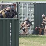 Hunde unterstützen die Suche nach verschanzten Rebellen