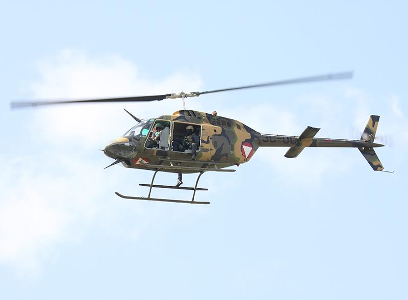 Vorbeiflug des Bell OH-58B Kiowa 3C-OC