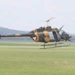Bell OH-58B Kiowa - beachte die Zusatzpanzerung an den Seiten der Sitze von Pilot und Co-Pilot