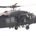 Der Black Hawk bringt weitere Kommandos. Die Doorgunner verteidigen den Hubschrauber