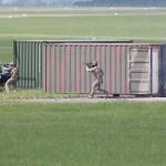 Der Zugriff startet durch Angriff der per Fallschirm gelandeten Soldaten - ihr Ziel sind ist der Eingang zu den Geiseln
