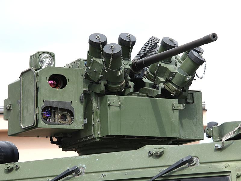 Die Jagdkommando-Version ist mit einem stabilisierten Turm mit 12,7 mm MG bewaffnet, welcher vom Sitz hinter dem Fahrer, aber auch vom Beifahrer (Kommandaten) gesteuert werden kann