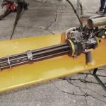 7,62 mm M-134 Minigun des Kiowa. Feuerrate: 2.000 bzw. 4.000 Schuss/min