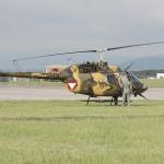 """Bell OB-58B Kiowa 3C-OL im Tarnkleid. Den Tarnanstrich aus wasserlöslichen Farben tragen einige Kiowas seit der Übung """"NIGHT HAWK"""" 2012 in Dänemark"""