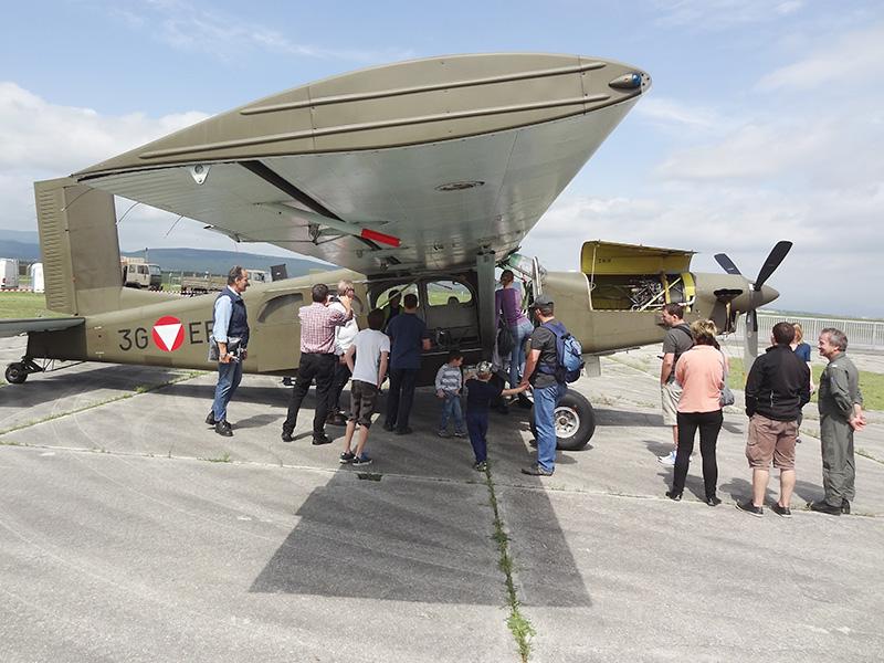 Pilatus PC-6 3G-EF. Die PC-6 ist beliebtes und günstiges Mittel zur Ausbildung der Fallschirmspringer