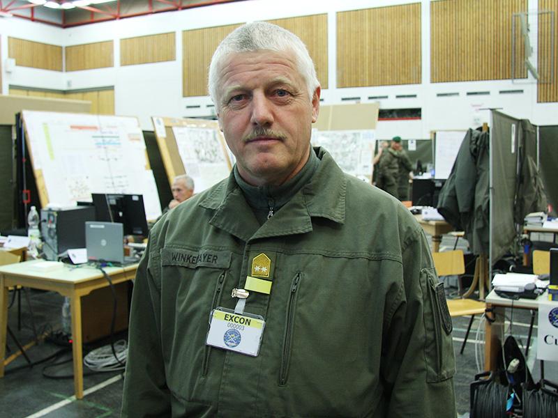 Generalmajor Heinrich Winkelmayer, der taktische Leiter der Übung in seinem Lagezentrum © Doppeladler.com