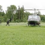 Mit dem Agusta Bell AB-212 wird der Gefangene abtransportiert © Bundesheer / Miller