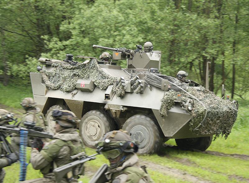 Weitere Fahrzeuge rücken vor © Doppeladler.com