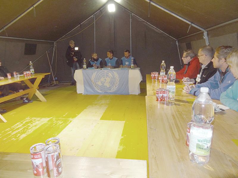 Dann beginnt die Pressekonferenz, wo sich die UN kritischen Fragen stellen musste © Doppeladler.com