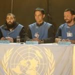 Die Leiter der Mission erklären den Medienvertretern Redlands und Greenlands die Absicht, einen Blauhelm-Einsatz vorzubereiten und ersuchen um Kooperation © Doppeladler.com