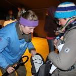 Die Gäste müssen durch eine Sicherheitskontrolle © Doppeladler.com