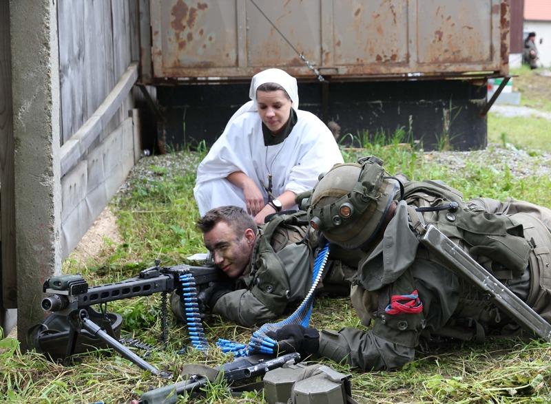 Wieder mischen sich Zivilisten in die Kämpfe ein © Bundesheer / Stimpfl