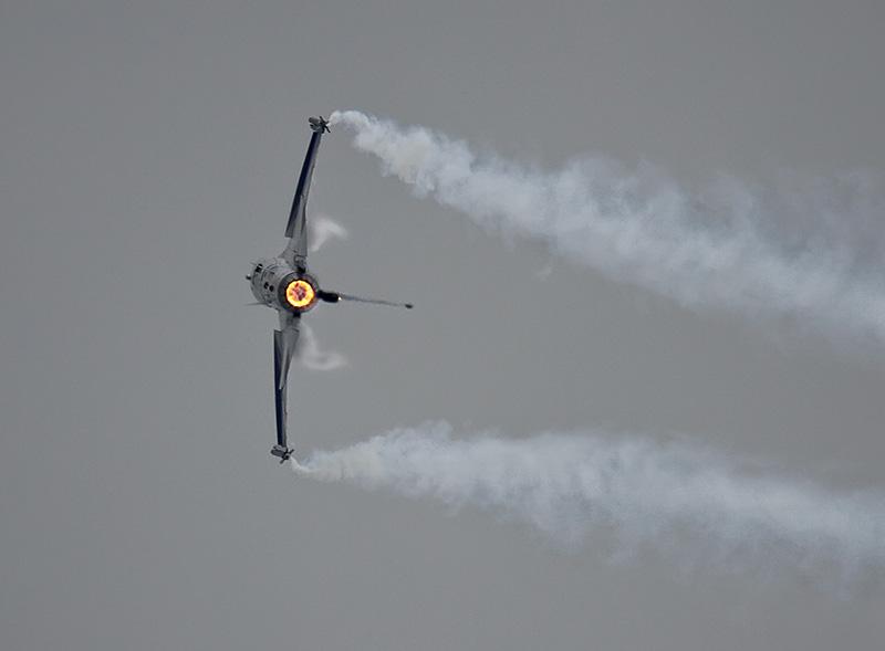 """BS3 - General Dynamics F16 FA-84 des belgischen Displayteams mit """"Grat"""" Thys © Bernhard Sitzwohl"""