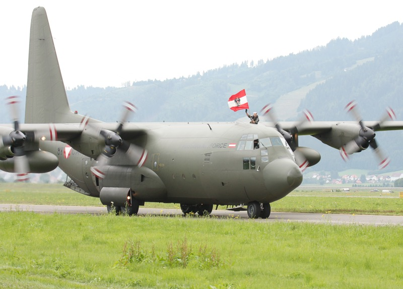 Lockheed Hercules C.MK1P (C-130K)