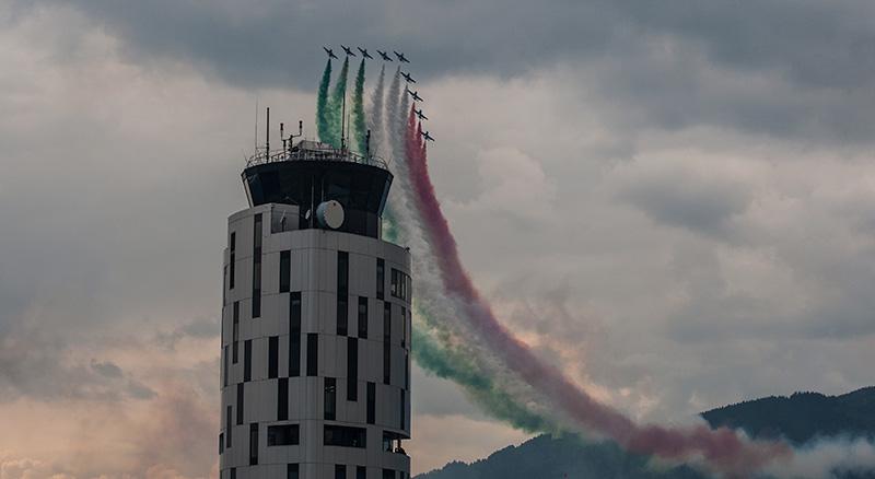 MB3 - Frecce Tricolori über dem Tower von Zeltweg © Michael Bogner