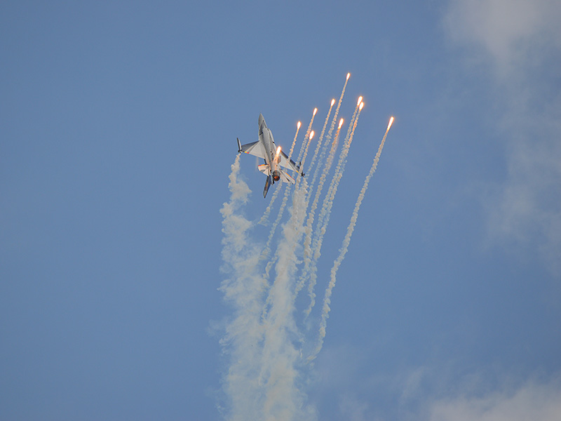 RP1 - F16 Belgien mit Flares © Reinald Prath