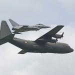 SM3 - Erwischt, Eurofighter mit Lockheed C-130 Hercules © Siegfried Mock