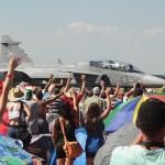 Saab JAS 39 EBS HU Doppelsitzer und das begeisterte Publikum