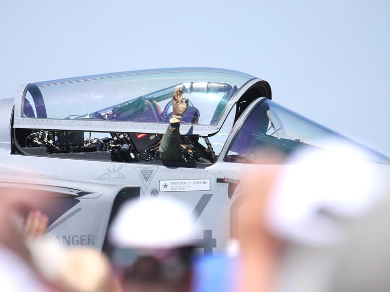 Saab JAS 39 EBS HU - das ungarische Publikum feierte ihren Piloten
