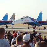 Russian Knights - eine Suchoi Su-27UB Flanker wird aus seiner Abstellposition gewunken