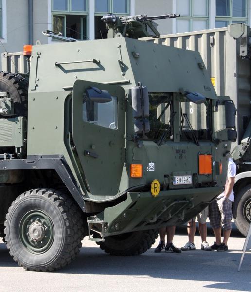 MAN 38.440 8x8 ÖBH gepanzert mit Hakenladesystem