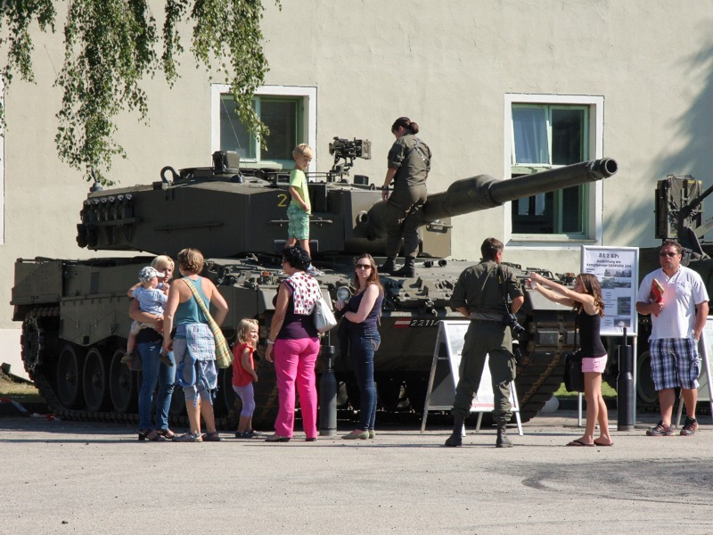 Der Kampfpanzer Leopard 2A4 - ein Publikumsmagnet