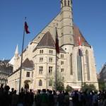 Das Turmdach der Minoritenkirche wurde in beiden Türkenbelagerungen zerstört - 1529 und 1683 - aber nur einmal wieder errichtet © Doppeladler.com