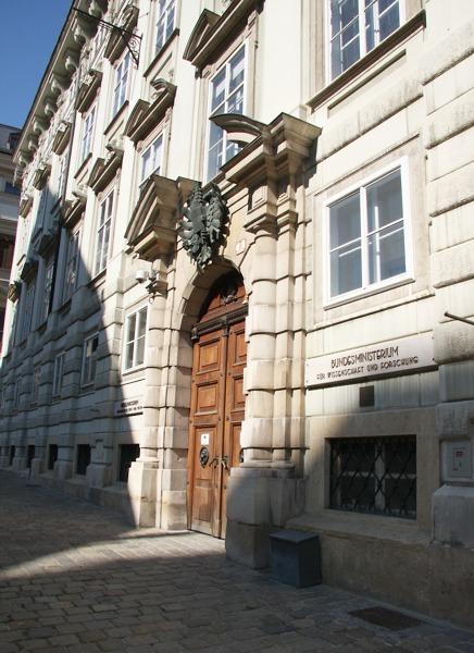 Palais Starhemberg am Minoritenplatz - 1683 das Hauptquartier der Verteidiger Wiens © Doppeladler.com