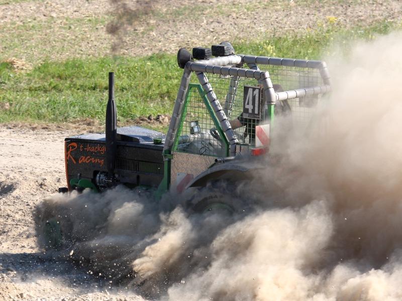 Renn-Traktor