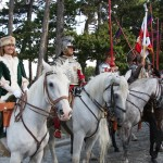 Die umjubelte polnische Reiterei vor der St. Josefskirche © Doppeladler.com