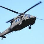 Die Gefechtsvorführung beginnt mit dem Sikorsky S-70A-42 Black Hawk