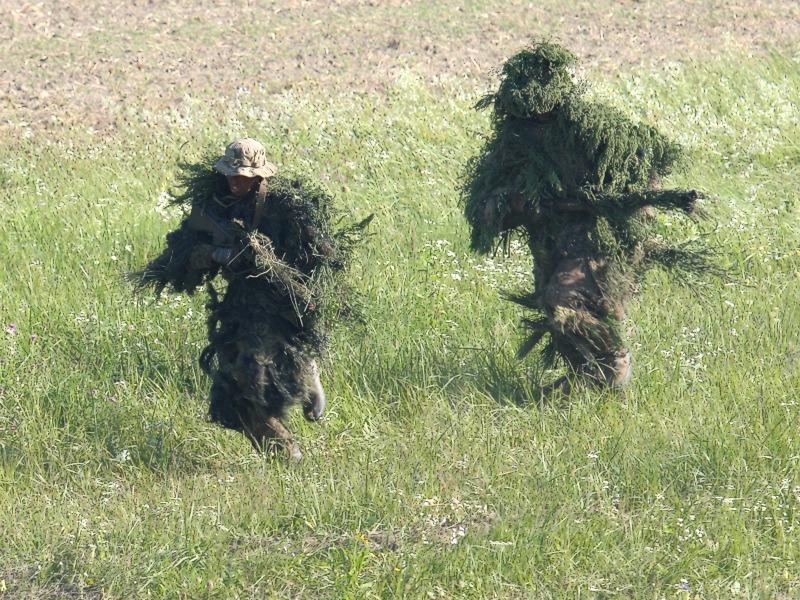 Die Scharfschützen laufen in Deckung