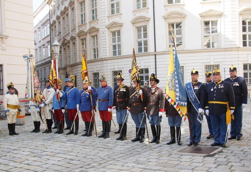 Angetretene Traditionsverbände (Uniformen stammen nicht aus der Zeit der Türkenbelagerungen) © Doppeladler.com