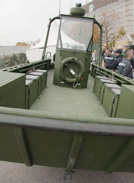 Das neue Arbeits- und Transportboot © Doppeladler.com
