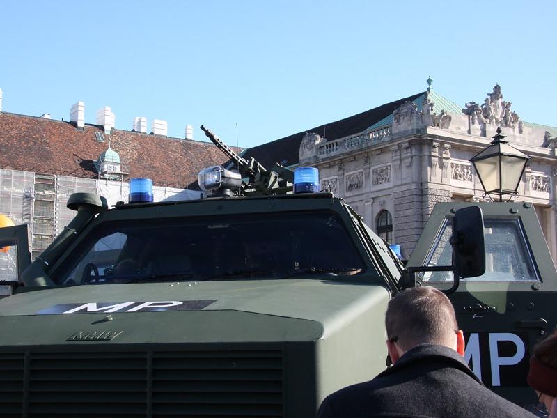 Blaulicht-Dingo der Militärpolizei © Doppeladler.com