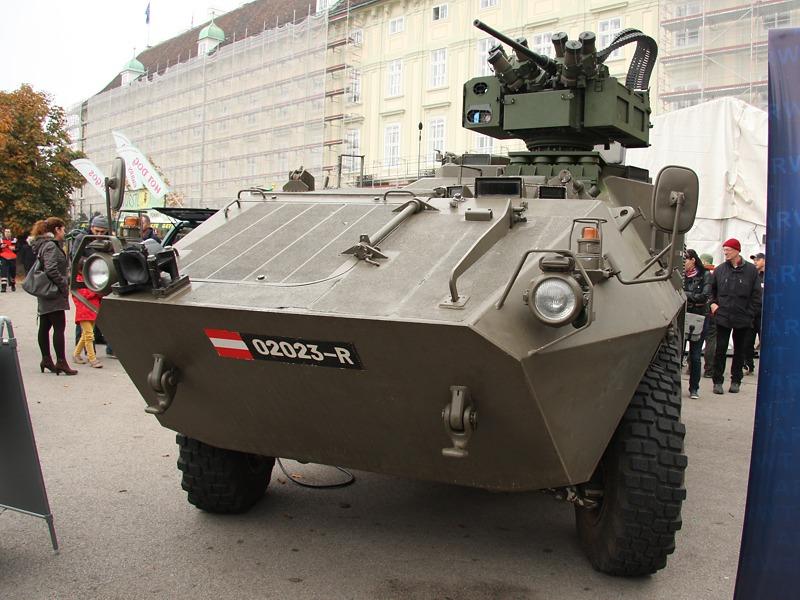 Prototyp des Pandur mit elektronisch fernbedienbarer Waffenstation (EFWS) © Doppeladler.com