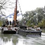 M-Boot 80 bei der Errichtung einer 64m langen Ersatzbrücke für die beschädigte Mödringerbrücke über die Enns 2010 © Bundesheer