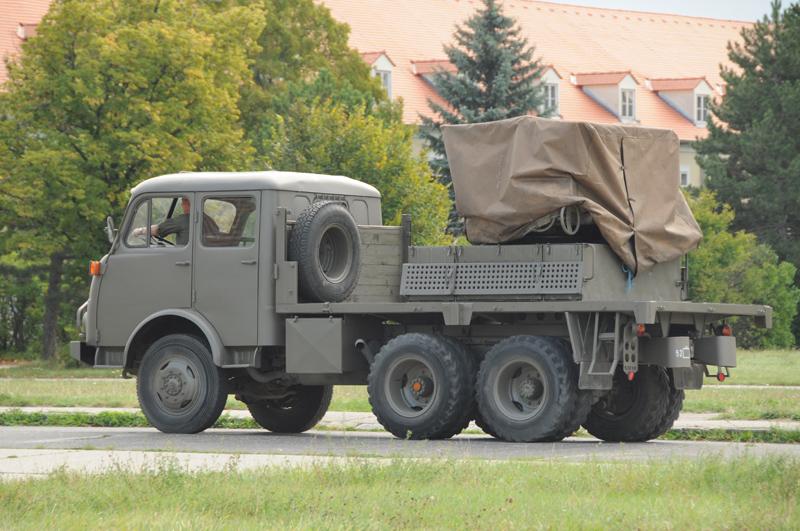 Ein 12,8 cm – Raketenwerfer auf Rak Steyr 680 M3/DK © Strobl