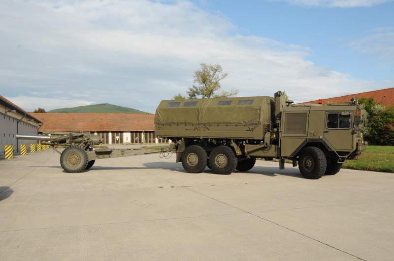 Ursprünglich bildeten vier sFH M-1 A1 eine Batterie, bei den Korpsartilleriebataillonen waren sechs Geschütze in einer Batterie © Strobl