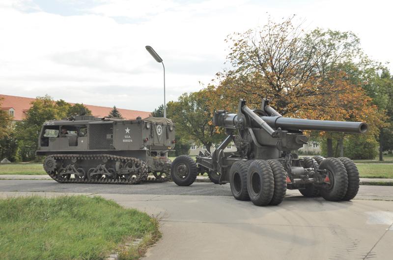 Gespann M4 und SFK M2 schließt sich der Marschkolonne nach Baden an © Strobl