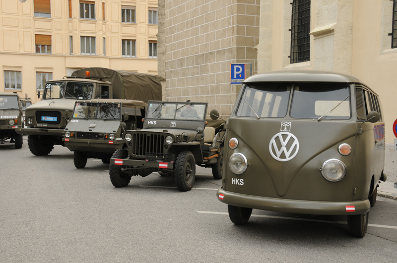 KlBus VW 221, Willys Jeep, Puch Haflinger und Husar © Strobl