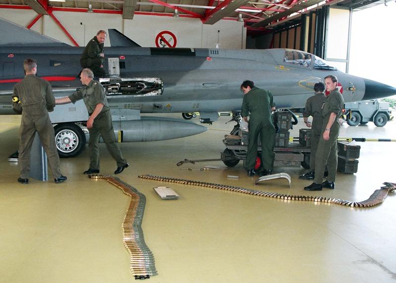 Slowenienkrise 1991 - die Draken werden aufmunitioniert und fliegen Patrouille © Bundesheer