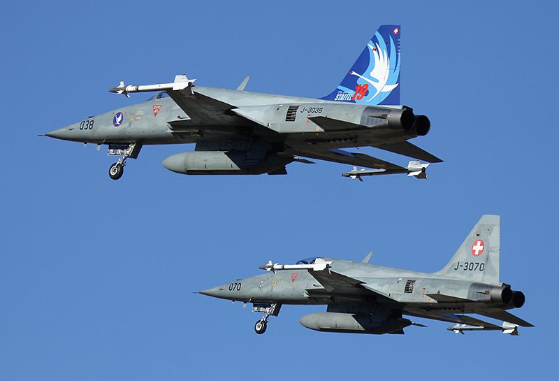 """Vor allem tagsüber wurden die Northrop F-5E Tiger II eingesetzt. J-3038 trägt den Anstrich """"75 Jahre Staffel 19"""" © lince156"""