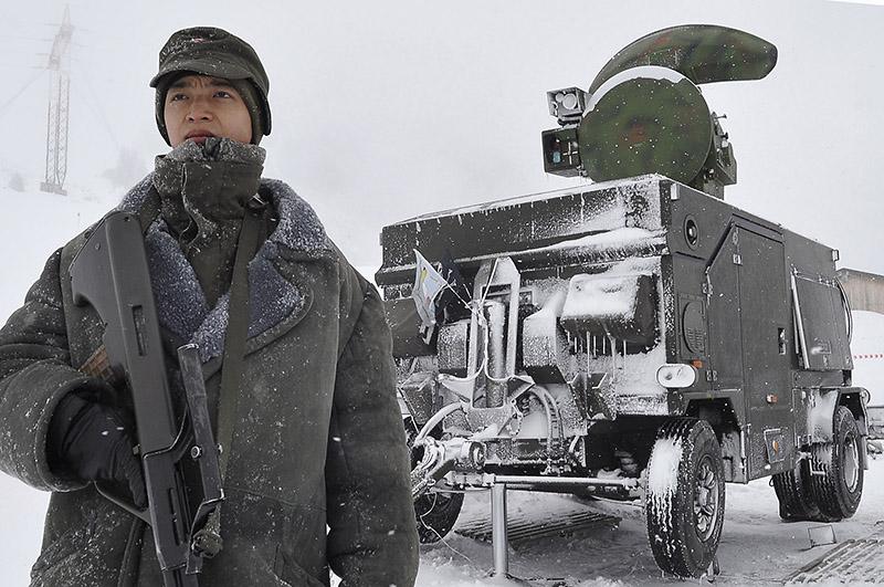 Auch Feuerleitgeräte Skyguard wurden zur Erweiterung des Radarabdeckung eingesetzt. Soweit bekannt in Ischgl und auf der Alpe Rauz © Bundesheer