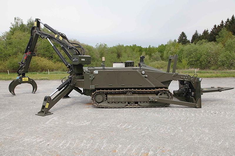 MV-4 mit Roboterarm und Greif- /Schneidzange © Bundesheer