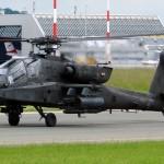 Am Rückweg von der Übung ein Tankstopp in Linz-Hörsching: Boeing AH-64D Apache © L. Kinneswenger