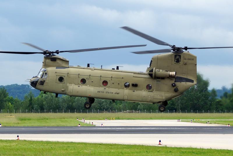 Auch dieser CH-47F Chinook wurde in Linz aufgetankt © L. Kinneswenger
